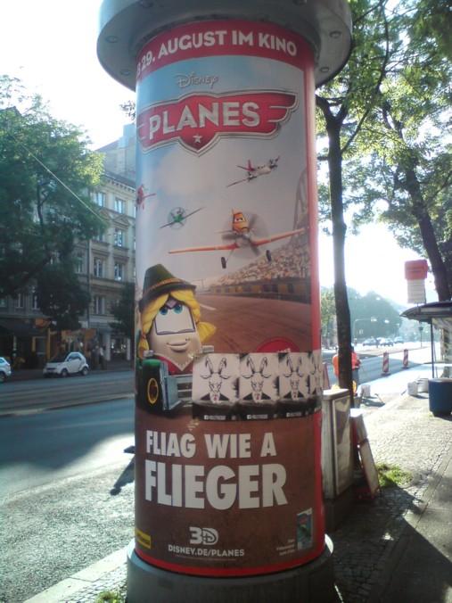 """Plakat """"Flieger"""" von Disney in München"""