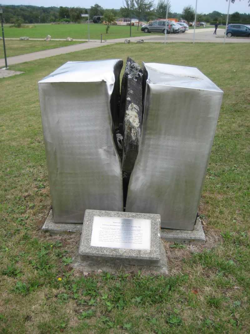 Denkmal vor der Mehrzweckhalle Blaubeuren